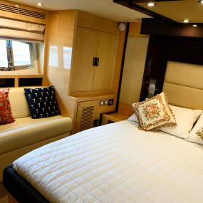 3yqoqz استديو الصور :دبي في GENESIS Private Luxury Yacht Cruise