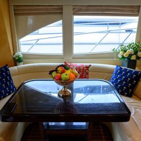 nkde0z استديو الصور :دبي في GENESIS Private Luxury Yacht Cruise