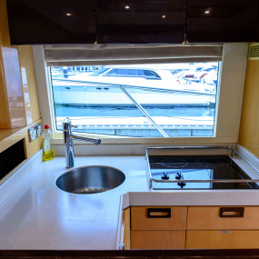 n2q6jn استديو الصور :دبي في GENESIS Private Luxury Yacht Cruise