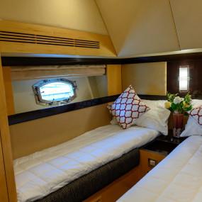 3dv7b3 استديو الصور :دبي في GENESIS Private Luxury Yacht Cruise
