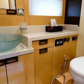 3ew703 استديو الصور :دبي في GENESIS Private Luxury Yacht Cruise