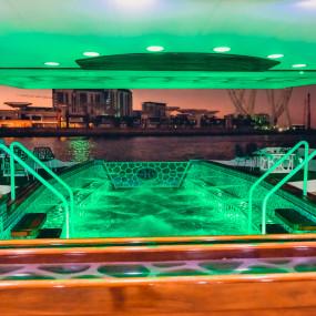 z75qwn استديو الصور :دبي في Lotus Mega Yacht Night Brunch Cruise