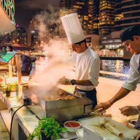 3rqoyn استديو الصور :دبي في Lotus Mega Yacht Night Brunch Cruise