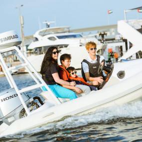 Abu Dhabi International Boat Show 2019 in Abu Dhabi: Gallery Photo nkd1vz