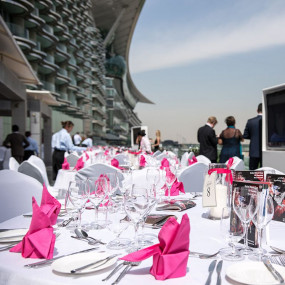 3qgy8n استديو الصور :دبي في Evening Race Brunch at Farriers restaurant