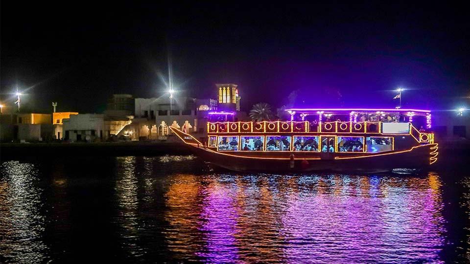 Deluxe Dhow Dinner Cruise Creek,Dubai,رحلات بحريه الشراعية