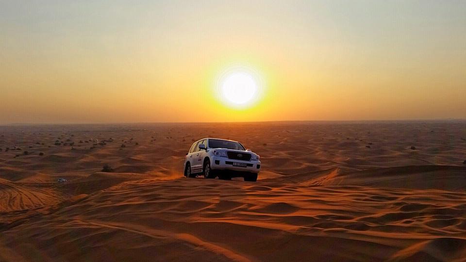 Red Dunes Desert Safari with BBQ dinner & Camel Ride,Dubai,رحلات سفاري في الصحراء